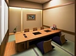 プライベート感のある掘りごたつ式個室もご用意しております。