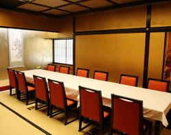 慶事・法事等にも最適な個室 (6階:テーブル席:~20名様)