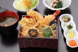 海老と季節の地元野菜「いろどり天重」1,600円(税別)