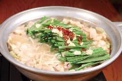 自慢のもつ鍋が年中食べれるお店♪醤油、味噌からお選び下さい!