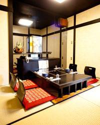 2階には、大・中・小様々なタイプのお座敷の個室があります。