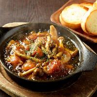 ミニ坦々麺とミニ豚カルビ丼は麺と丼を両方楽しめる贅沢セット!