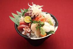 新鮮魚介類と旬の素材を使った。お刺身の盛合せ!