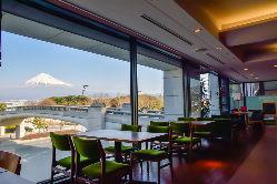 富士山の見える絶景スポットです。ご旅行のお食事処としても。