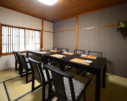 6~8名様の完全個室有。ゆったりしたスペースでお寛ぎ頂けます