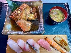 名物!金目鯛あぶり棒寿司。これは是非一度食べてみてください。