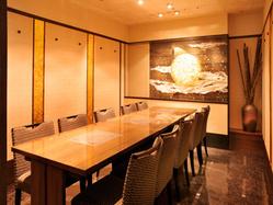 10名様用個室。ご商談を兼ねての 会食など法人利用に最適です。