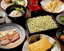そばや天ぷらなどの一品料理を盛り込んだコース4,000円(税抜)〜