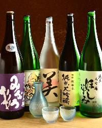 愛知県の関谷醸造が造る日本酒「蓬莱泉」を中心にご用意。