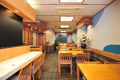 2階のテーブル席。定食、単品等がお楽しみ頂けます