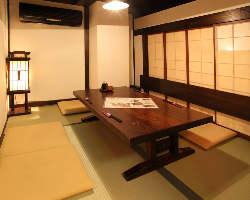 個室もこだわってます。 雰囲気も味わって!