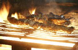 カバブを焼いています。肉好きにはたまりません!!