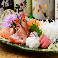 伊勢湾内で獲れた新鮮魚介が華やかにテーブルを彩る「刺身盛り」