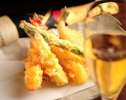 ◆油の温度、時間管理を徹底した こだわりの天ぷらとシャンパン