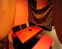 ◆カーテンで仕切られたムーディー個室 人数に合わせて対応