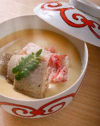 -5℃のカニ味噌ソルベとカニの茶碗蒸しは三度の変化が楽しめます