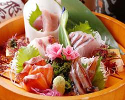 お造り盛り合わせ等、鮮魚メニュー を豊富にご用意しております。