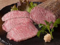 自家製ローストビーフとろける食感、 ステーキ専門店の味を。