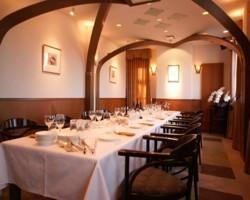 5階 着席~18名、立食~30名 小宴会、趣味の会に最適