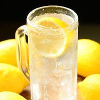 フレッシュなレモン果汁のみを使用した自慢のレモンサワー!