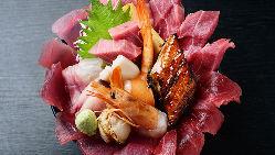 ボリュームに驚愕!「季節のスペシャルランチ海鮮丼」が大人気