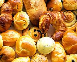 ランチでは人気の 自家製焼きたてパンが食べ放題
