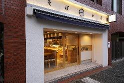 久屋大通駅1番出口を西へ1分。