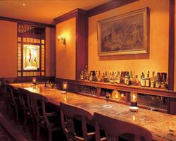 銘柄豊富なワインやカクテル・ウィスキー等の世界の名酒が揃う