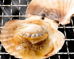 じっくり焼きながら待つ この時間が楽しいのが海鮮磯丸焼きです