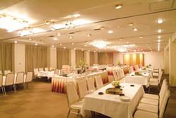 JAホール使用時テーブル席最大90席 立食形式最大120名様