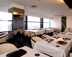晴れた日は、知多半島も見えるテーブル席は、34名様ございます。