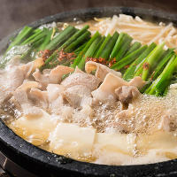 九州料理ともつ鍋も堪能できます。馬刺し・薩摩揚げなど