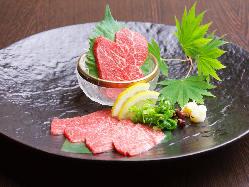 種類ある馬刺しや馬肉のステーキ。 馬料理を多く扱ってます。