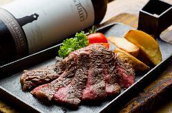 国産黒毛牛ステーキは絶品。お好みの部位が絶対見つかります。