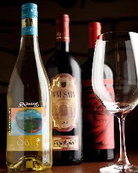 イタリア産を中心にお料理に合ったワインを続々入荷しております