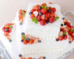 ウェディングなどのホールケーキはサイズ、デザインが選べます!
