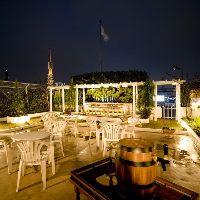 《屋外テラス席》 夏は1日1組限定で星空ビアガーデンを開催。