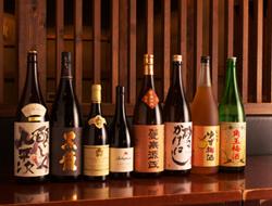 「料理を引き立てる」ワイン・日本酒・焼酎各20種以上取り揃え。