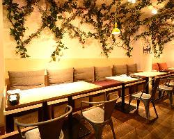 西欧のビストロの雰囲気溢れるテーブル席(10名様まで)