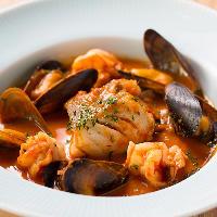 魚介のエキスたっぷり♪鮮魚のソテートマトスープ仕立て