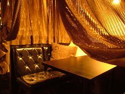 柔らかい光とカーテンで覆われた個室!