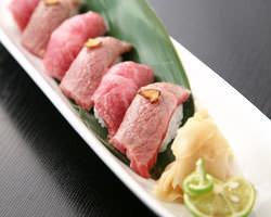 霜降和牛のにぎり寿司。 人気の一品です。ぜひ一度…