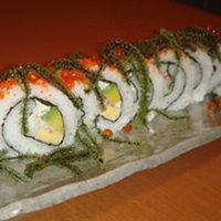 一番人気のチャーリーロール!! 海ぶどうとアボガドの巻き寿司