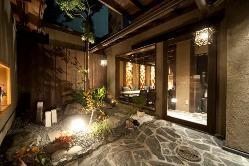 お飲み物は日本酒を中心に各種取り揃えております