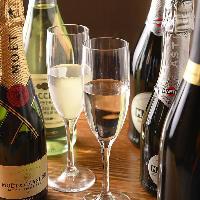 香り豊かなワインは赤・白・スパークリングと豊富にラインナップ