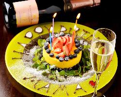 乾杯カヴァ&ホールケーキ付のアニバーサリーコースは大人気!