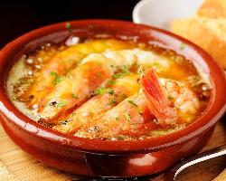 アヒージョ等、人気の本場スペイン料理がずらり。