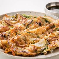 野菜たっぷりの当店自慢、海鮮チヂミ!!