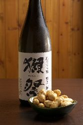 日本酒が6杯飲み比べできる「きき酒セット」がおすすめです。