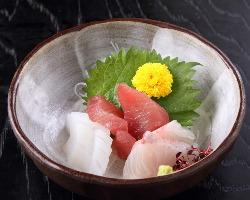 必食!新鮮な魚介のお造りはその日獲れたてをご提供いたします